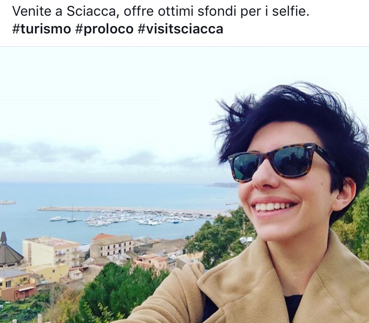 simona selfie